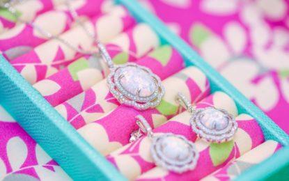 Co by žádné ženě nemělo chybět ve šperkovnici